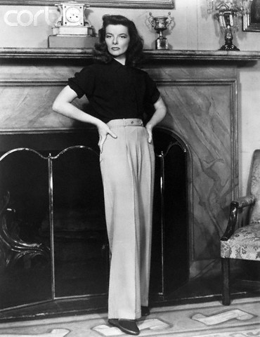 Film star Katharine Hepburn wearing a pair of 1940s slacks, via Va